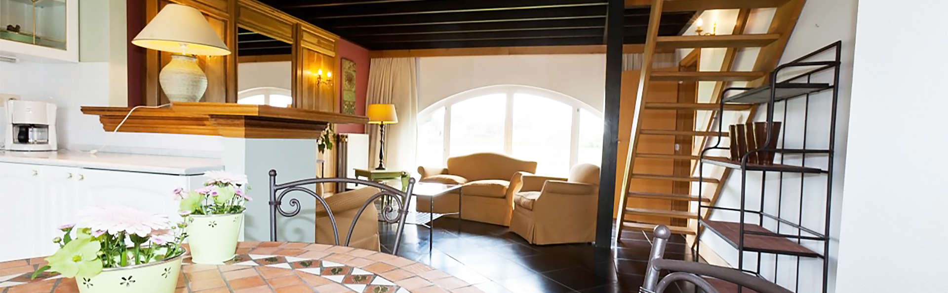 Le Manoir du Capitaine - EDIT_livingroom2.jpg