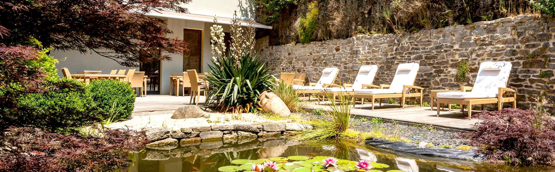 Luxe et détente avec bain balnéo privatif en chambre à Quimper