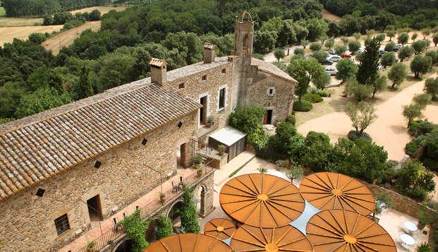 Escapada ídilica en un Castillo con Gin tonic y cata de vinos y aceite en el Empordà