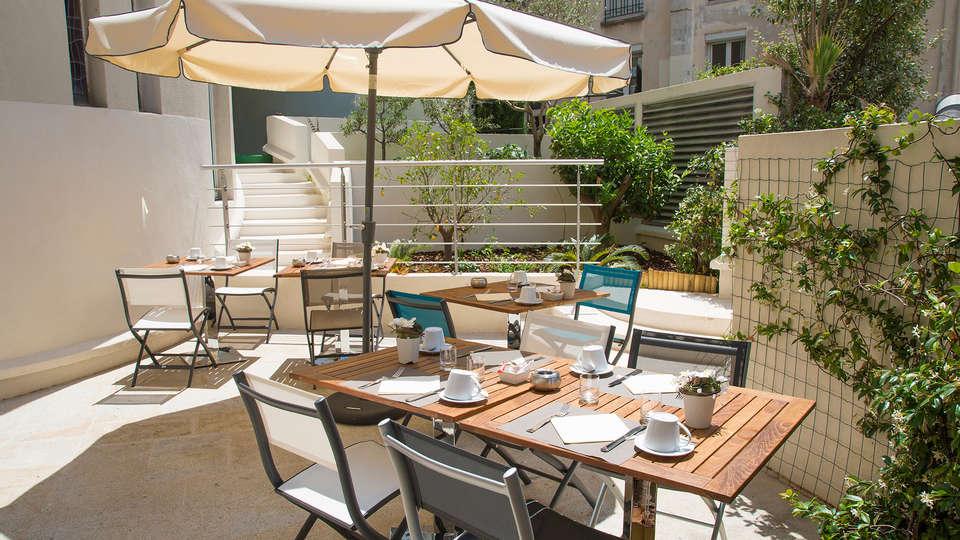 Cristal Hôtel & SPA - EDIT_terrace.jpg