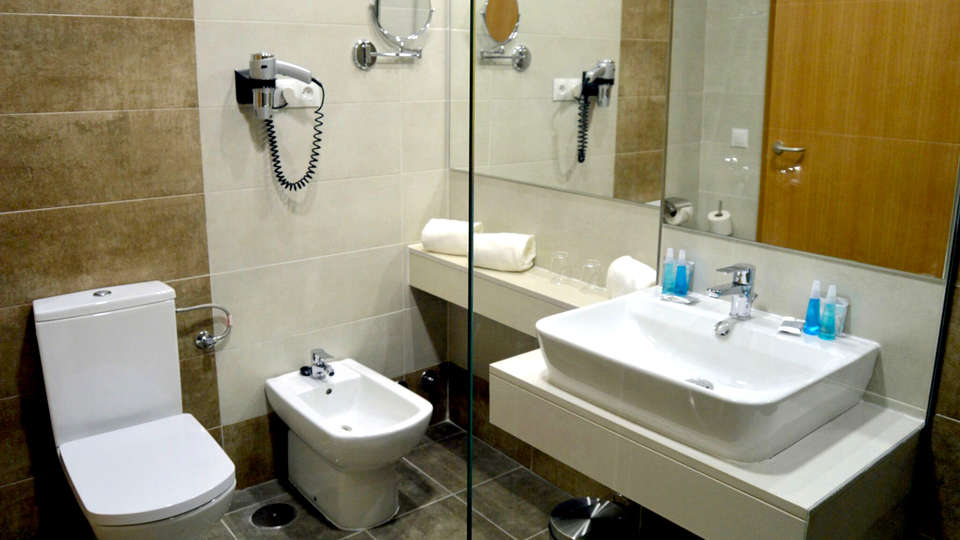 Hotel Balneario de Graena - Edit_Bathroom.jpg