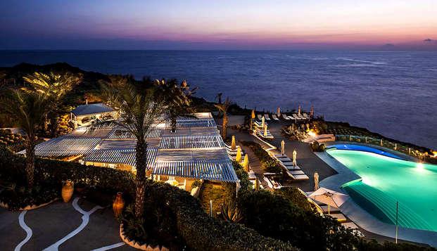 Confort et vue panoramique sur la merveilleuse mer azur et sicilienne à Lipari