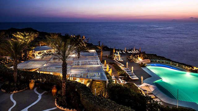 Comfort e vista panoramica sul meraviglioso mare blu siciliano a Lipari