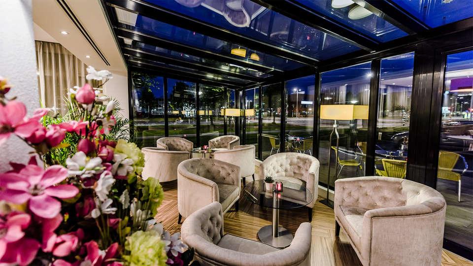 OZO Hotel Amsterdam - EDIT_Lobby.jpg