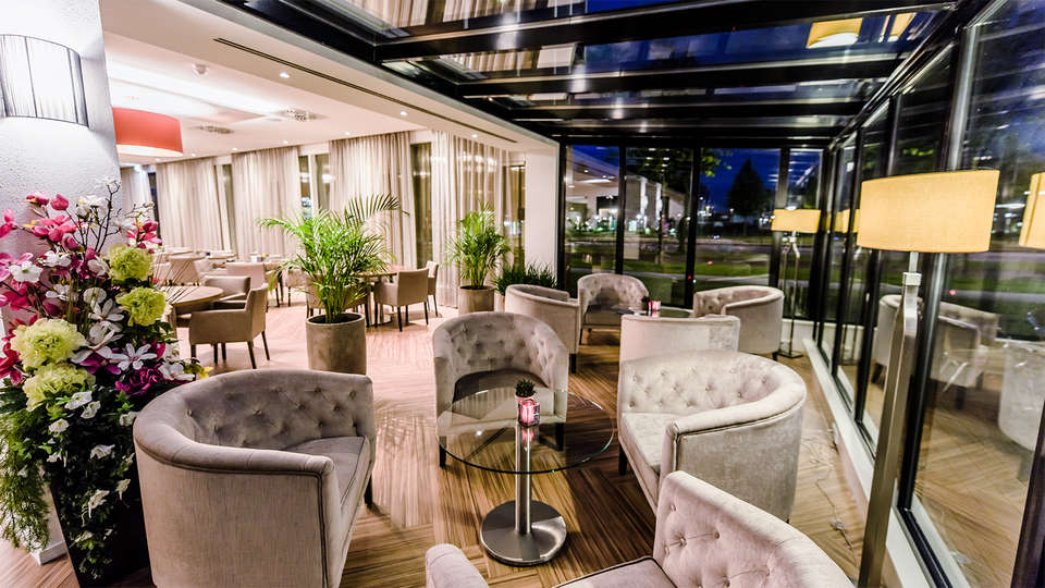 OZO Hotel Amsterdam - EDIT_Lobby1.jpg