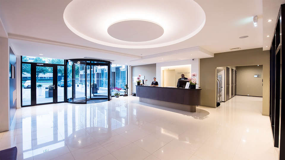 OZO Hotel Amsterdam - EDIT_Reception.jpg