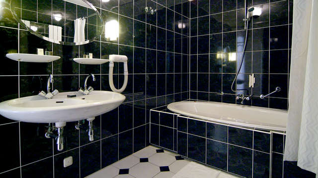 La Sonnerie Hotel - Bathroom