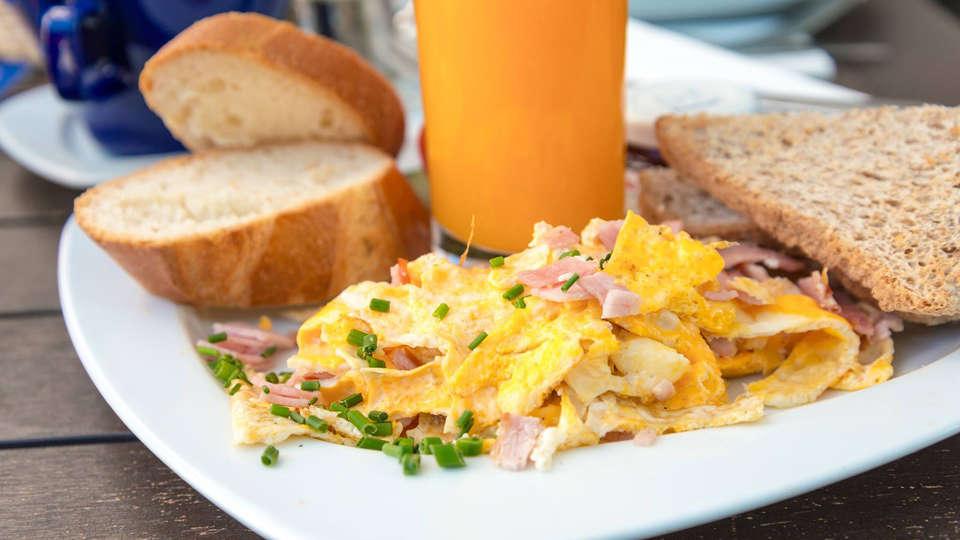 Hotel Louisa - EDIT_breakfast1.jpg