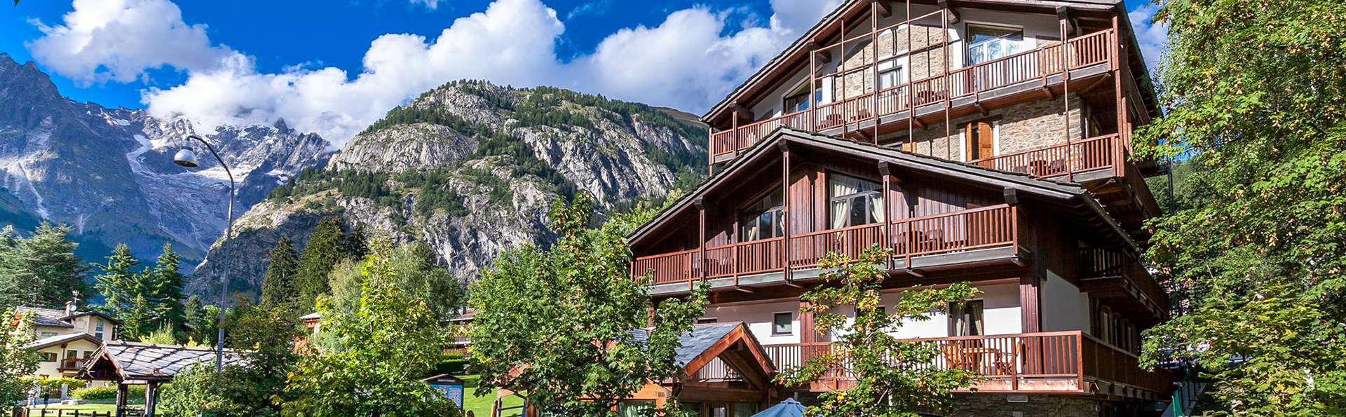Hotel Lo Scoiattolo - Edit_Front2.jpg