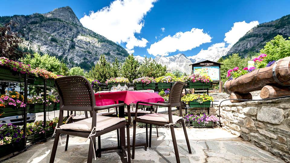 Hotel Lo Scoiattolo - Edit_Terrace2.jpg