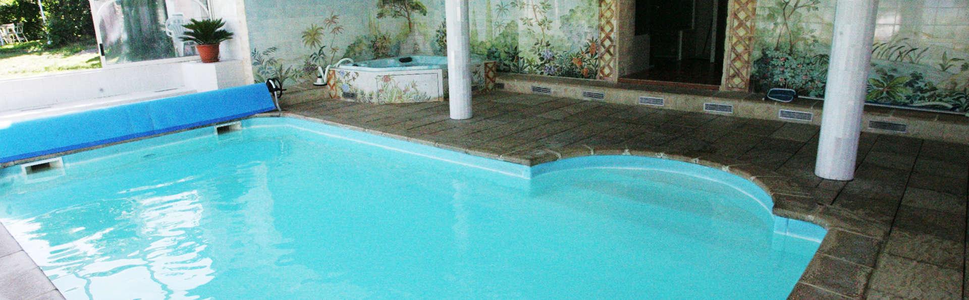 Hôtel Muret - EDIT_pool.jpg