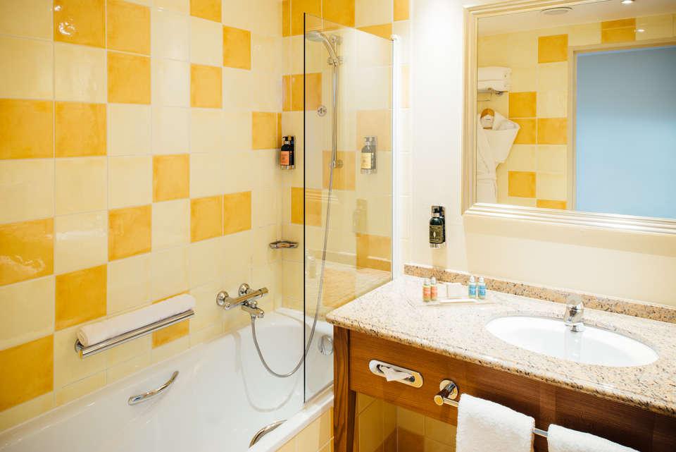 Vienna House Dream Castle Hotel Paris - Vienna_House_Dream_Castle_Paris_Bathroom_high_res.jpg