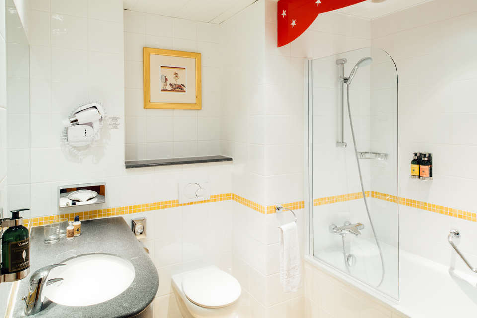 Vienna House Magic Circus Hotel Paris - Vienna_House_Magic_Circus_Paris_Bathroom_high_res.jpg