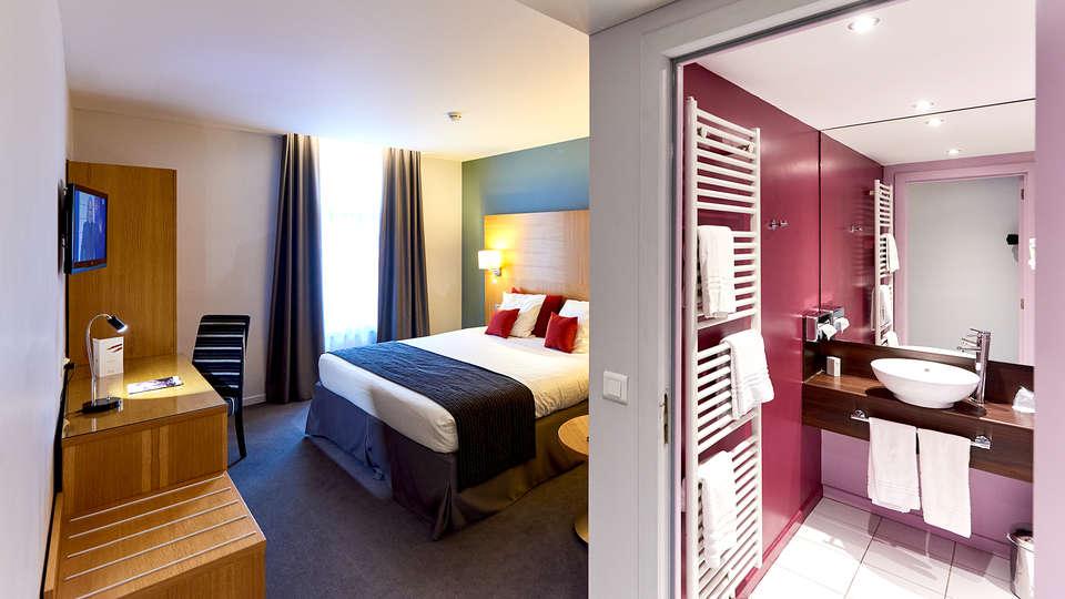 Hotel de la Couronne - Edit_Room3.jpg