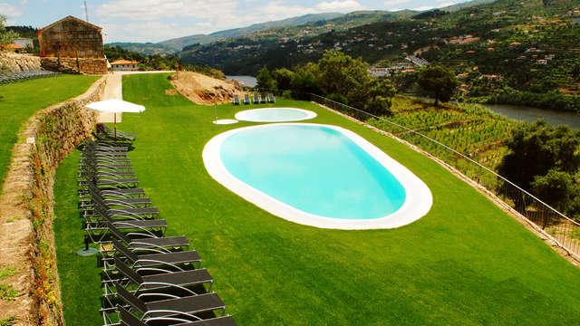 Escapada con desayuno incluido y copa de bienvenida en un hotel con vistas al río Duero en Baião