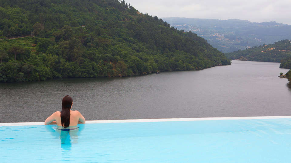 Douro Royal Valley Hotel & Spa - EDIT_Pool.jpg
