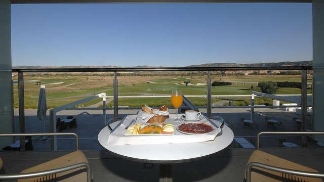 Desconecta en Alcalá de Henares en habitación superior con vistas al campo de golf