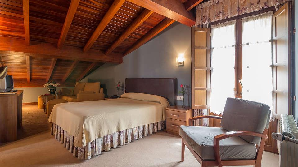 Gran hotel Rural Cela - EDIT_room8.jpg