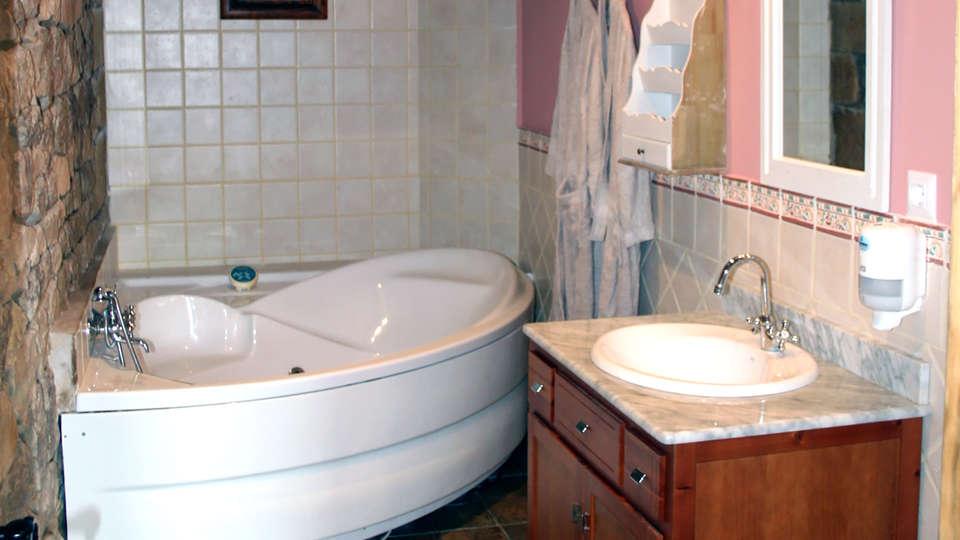 Posada La Busta - Edit_bathroom2.jpg