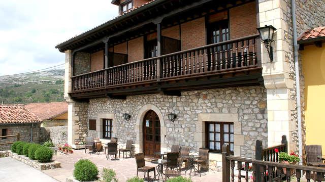 Escapada con encanto en la naturaleza de Cantabria con botella de sidra y bombones