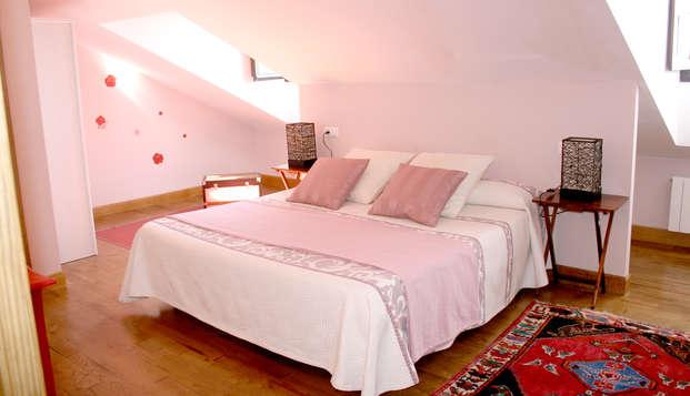 Escapada Romántica en habitación suite con jacuzzi en la naturaleza Cántabra