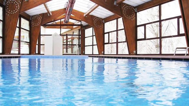 Desconecta en un 4* con vistas al Valle de Bensaque y relájate en la piscina climatizada