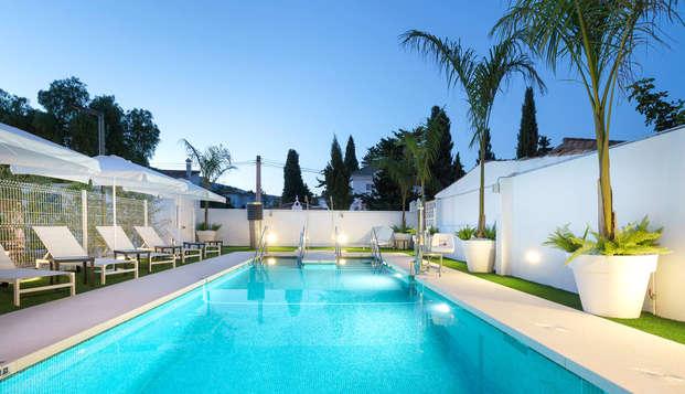 Escapada en media pensión con acceso a jacuzzi y piscina exterior climatizados en Torremolinos