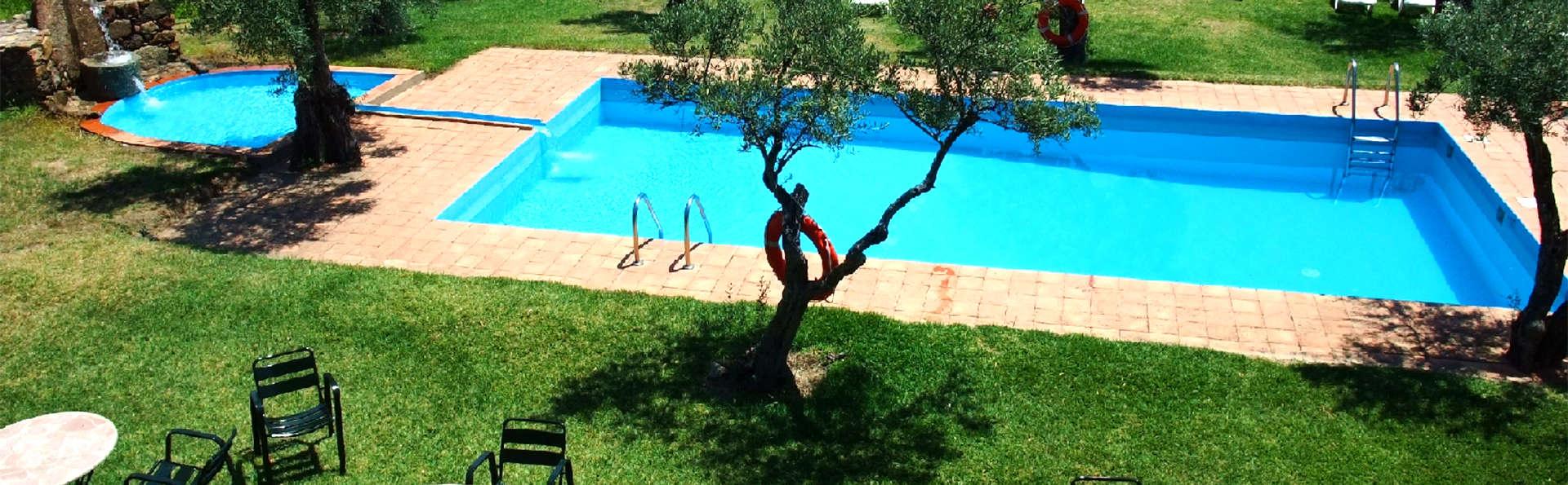Hostería Fontivieja - EDIT_Pool.jpg