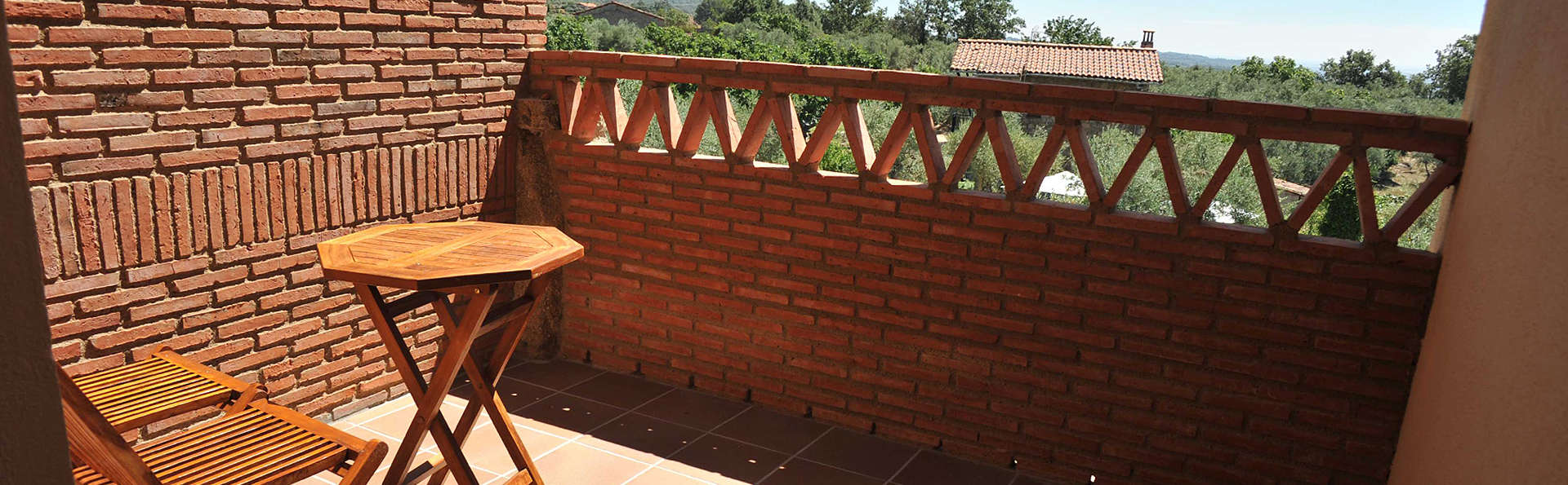 Hostería Fontivieja - EDIT_Terrace.jpg