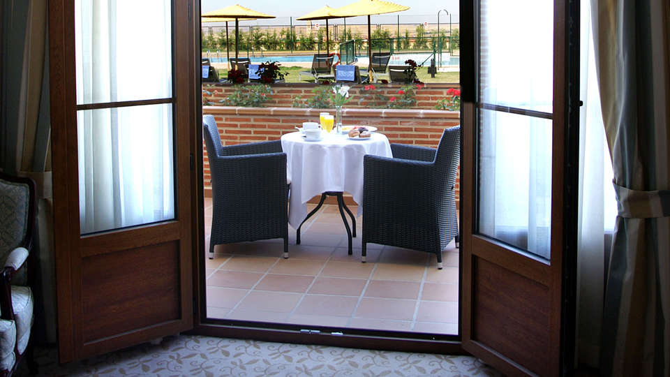 Hotel Cándido - EDIT_terraceroom.jpg