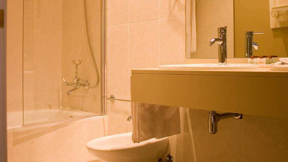 Hotel Casón de la Marquesa - EDIT_bath.jpg