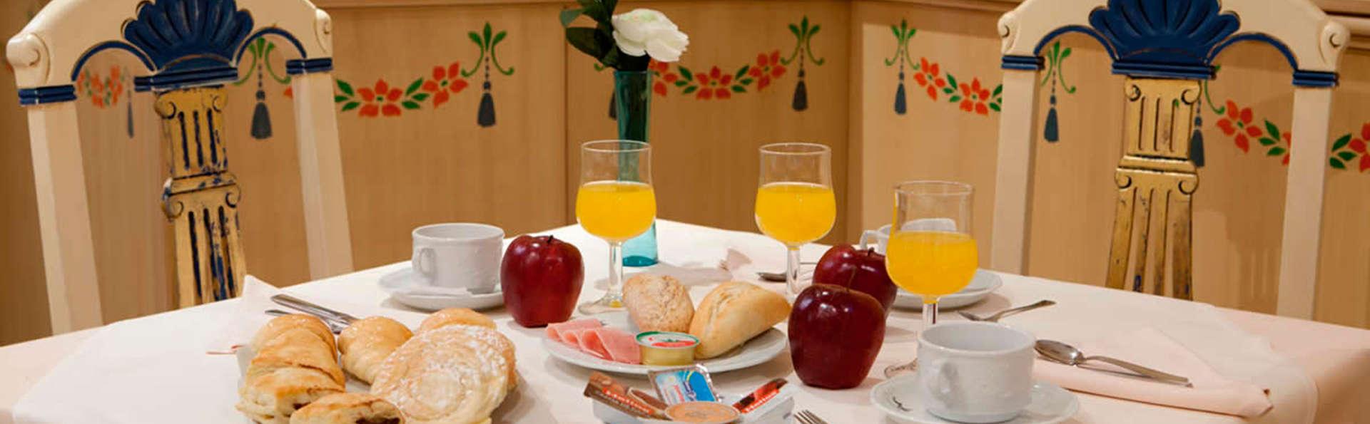 Hotel Casona de la Reyna - EDIT_breakfast.jpg