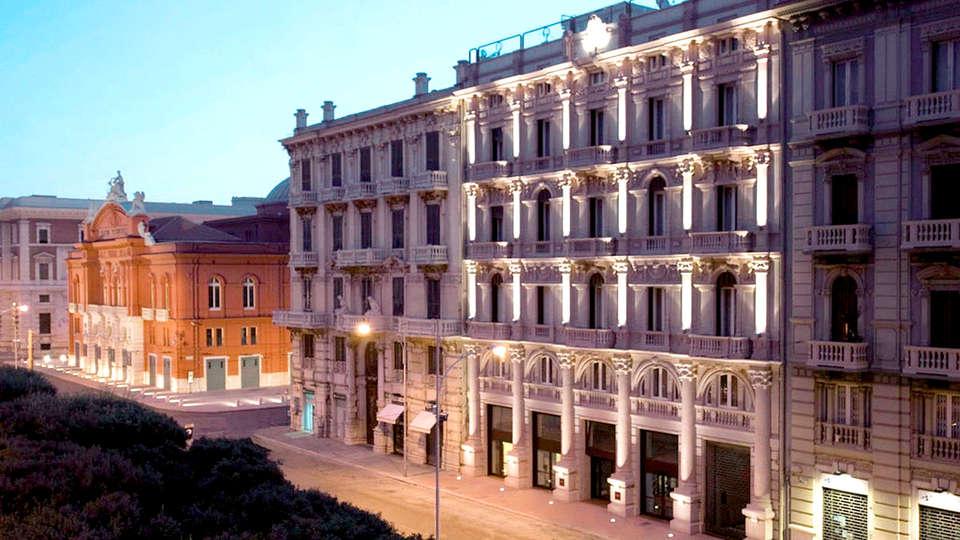 Hotel Oriente - Edit_Front2.jpg