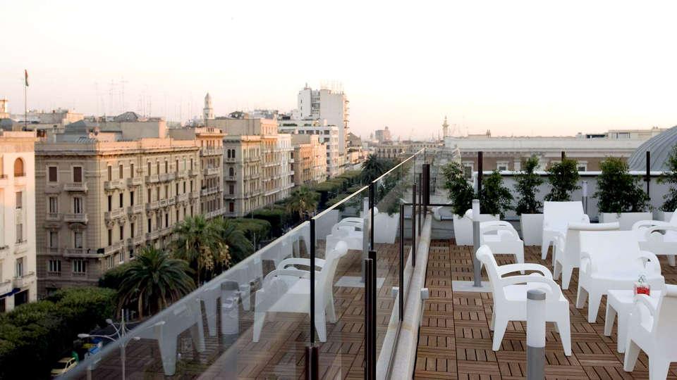 Hotel Oriente - Edit_Terrace.jpg