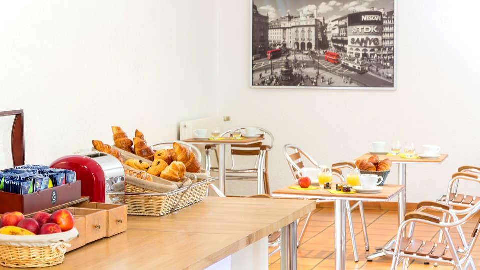 Le Clos Fleuri - Edit_breakfast.jpg