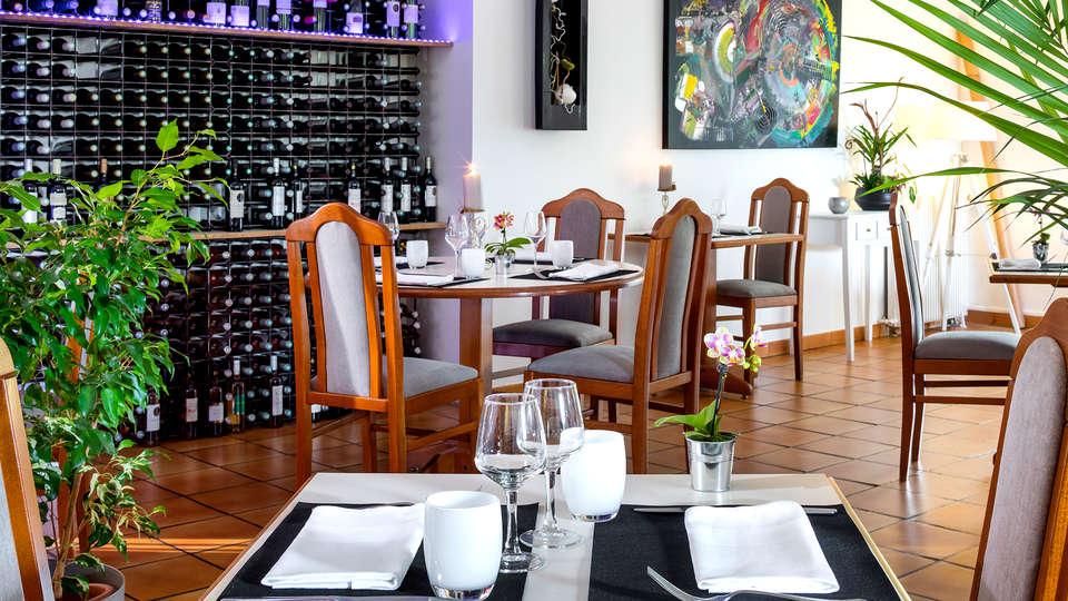 Le Clos Fleuri - Edit_Restaurant2.jpg