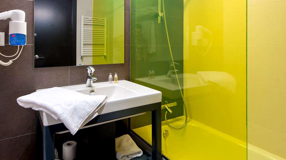 New Hotel Colón - Edit_Bathroom2.jpg