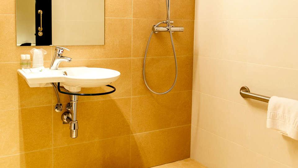 New Hotel Colón - Edit_Bathroom5.jpg