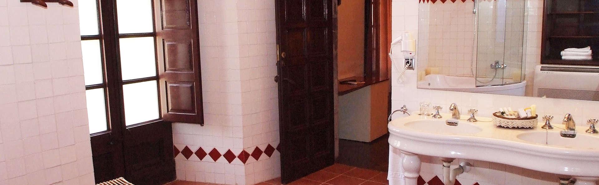 RVHotels Palau lo Mirador - EDIT_bath.jpg