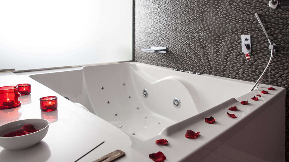 RVHotels Palau lo Mirador - EDIT_bath5.jpg