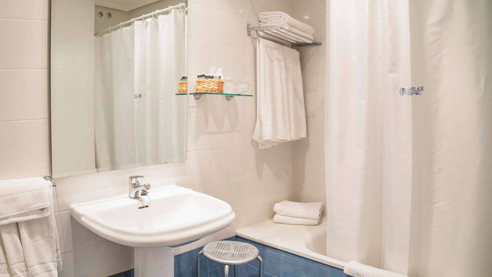 Hotel Castelao - EDIT_bath.jpg