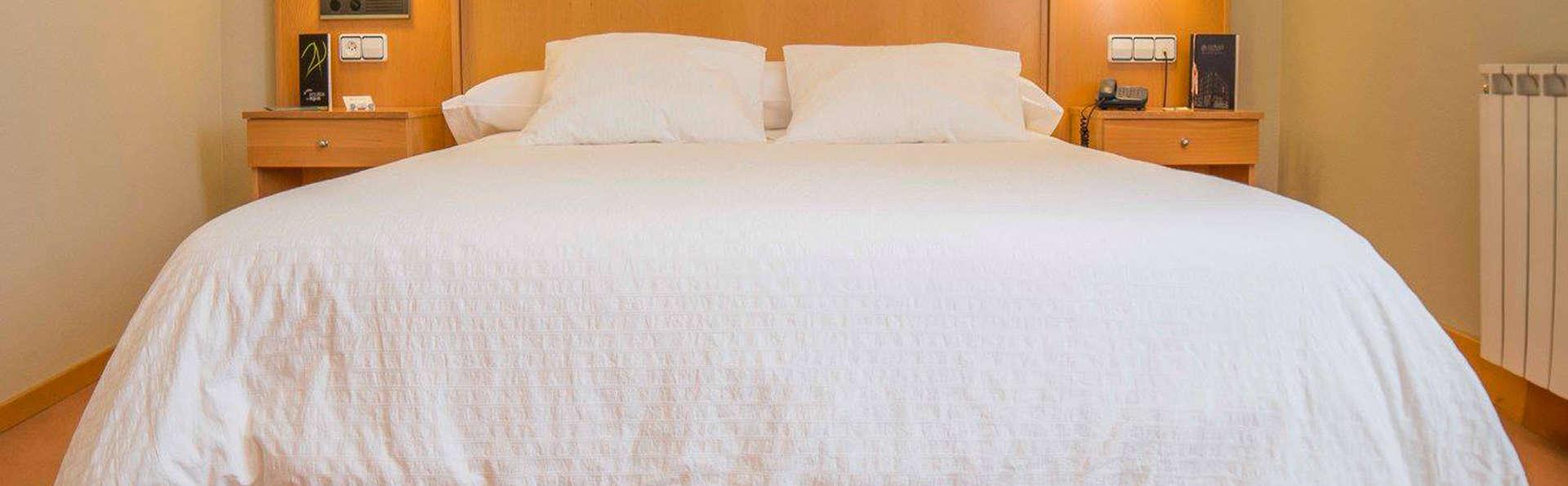 Hotel Castelao - EDIT_room5.jpg