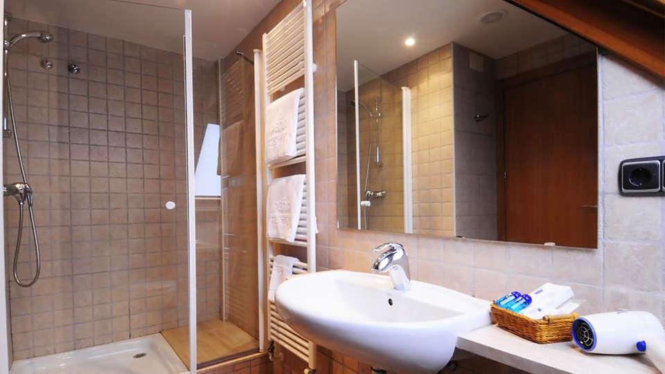 Hotel Peña(inactive) - EDIT_bath3.jpg