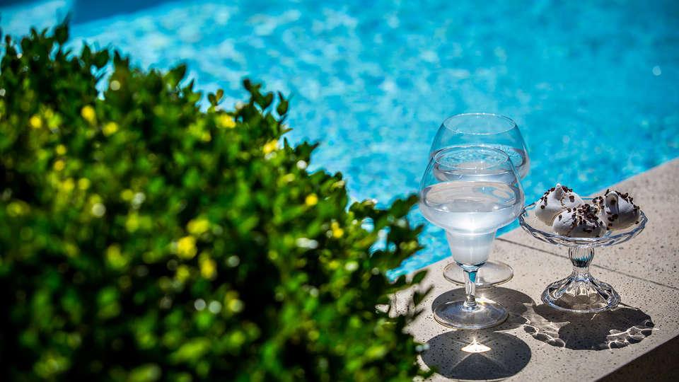 Villa Regalido - EDIT_drinkpool.jpg
