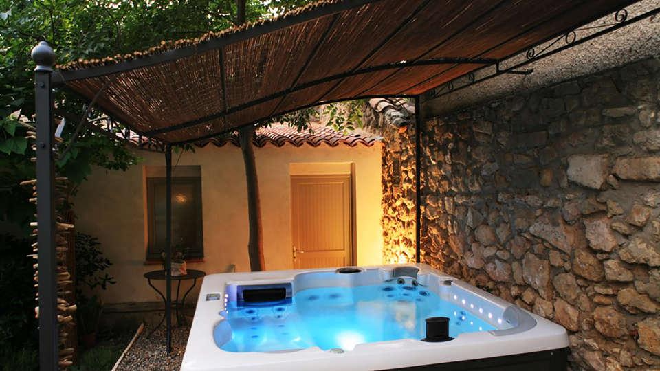 Villa Regalido - EDIT_jacuzzi1.jpg