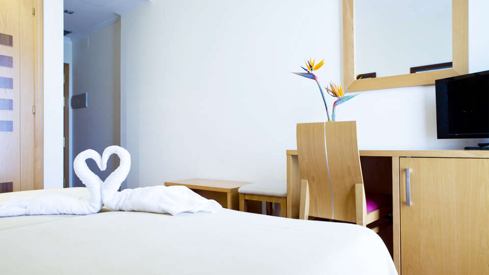 Hotel Peregrina - EDIT_room2.jpg