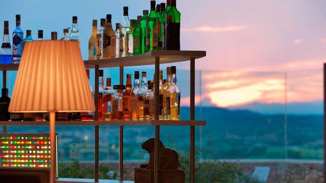 Gin tonic con vistas íncreibles en el Alt Empordà en Castillo catalán