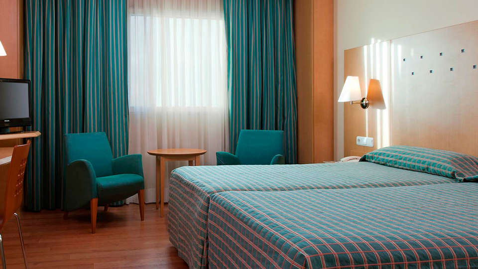 Hotel City Express Santander Parayas - EDIT_room1.jpg