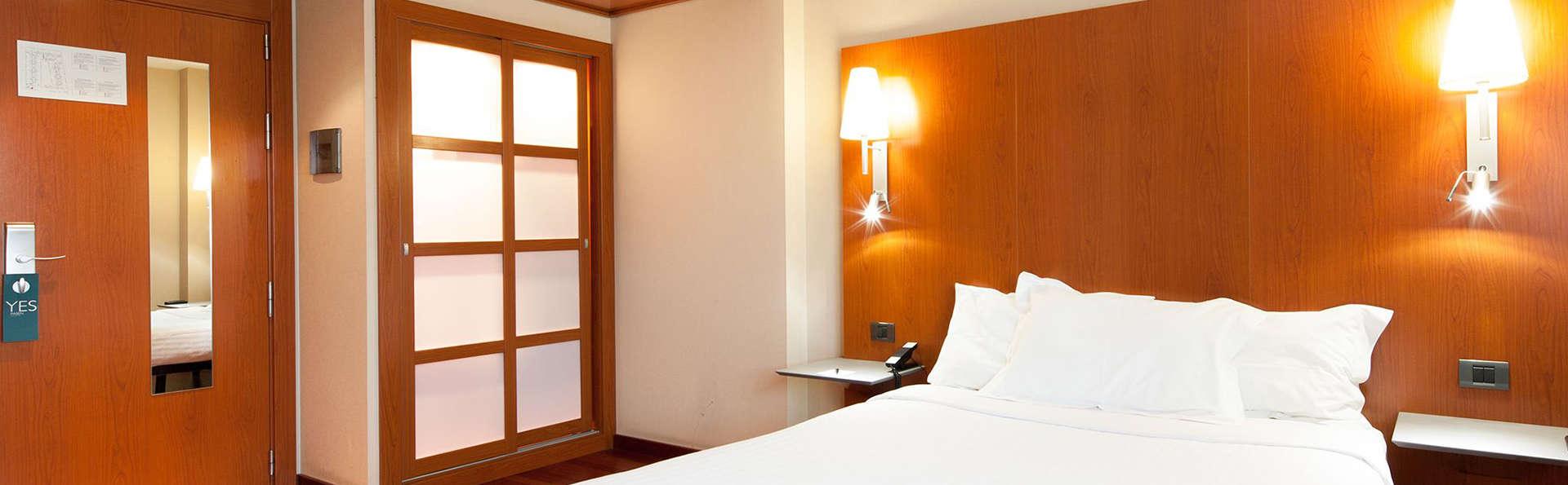 Hotel Ciutat Martorell - EDIT_room.jpg