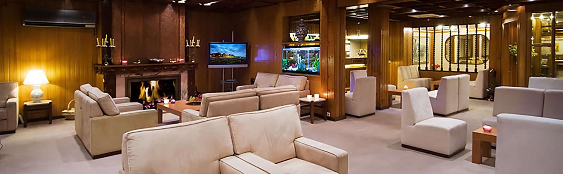 Hotel Regina - EDIT_lobby.jpg